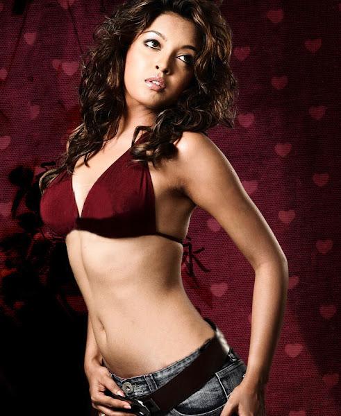 A Teen Hot  Actress Tanushree Dutta Unseen Cute Photos -1662