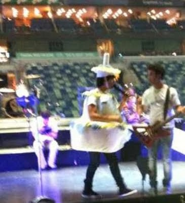 Club Fans Jonas Brothers San Antonio Joe Jonas Vestido De