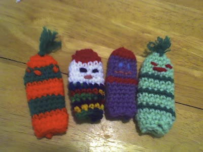 Debs Crafts Stripey Worm Finger Puppets Free Crochet Pattern