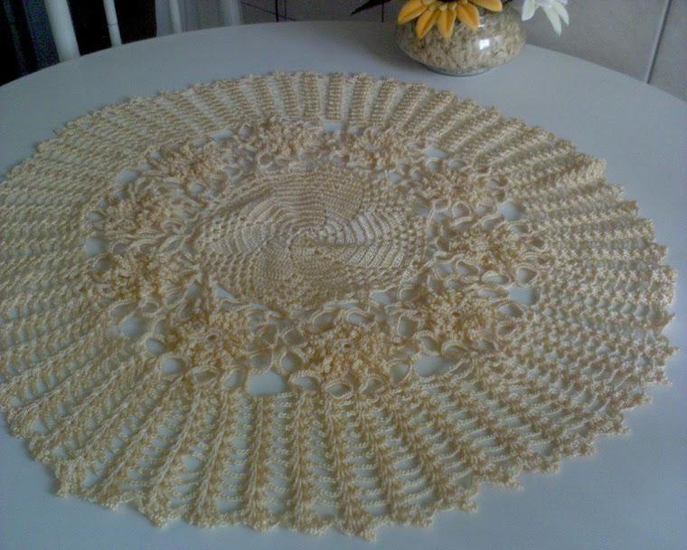 centro de mesa salmao adoro esta cor,usei linha de seda,porque fica sempre nova.
