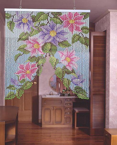 cortina floral de misangas.