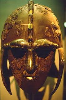 casco vikingo hallado en Sutton Hoo