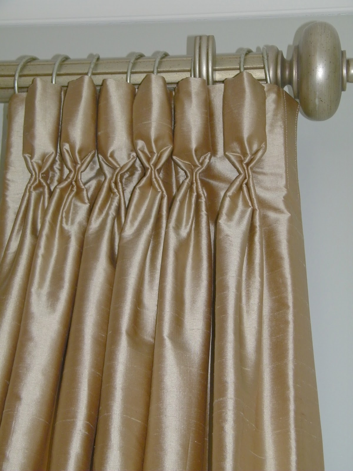 Goblet Pleated Draperies Are A Modern Version Of An Old Clic The Pinch Pleat