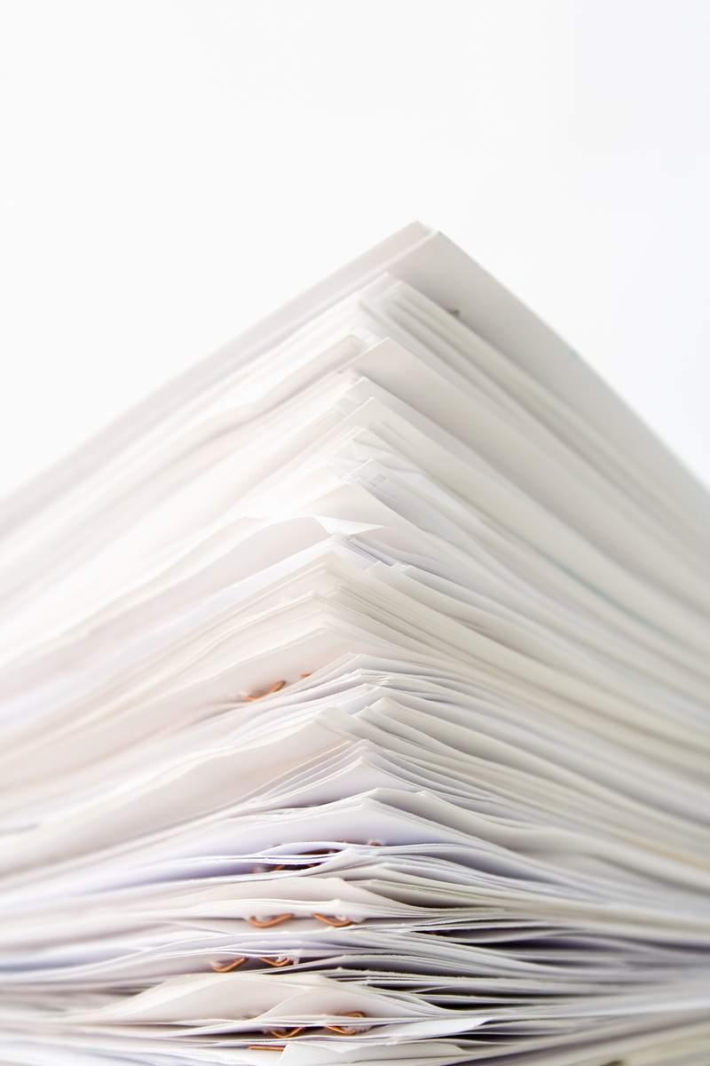 Kertas tetaplah kertas, dan menggambarpun sebenarnya bisa semua media. Tapi untuk beberapa kasus, bahan dan jenis kertas pun bisa mempengaruhi hasil akhir dari gambar kita.