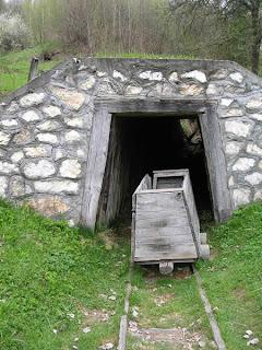 Tren intrare in mina Rosia Montana