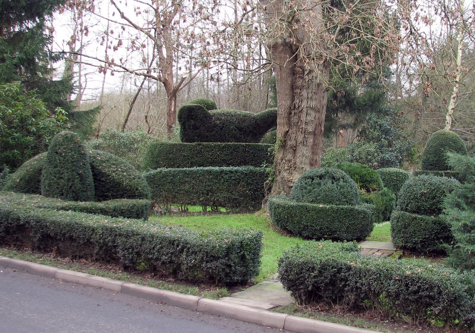 [20070129+Whatlington+Topiary+garden.JPG]