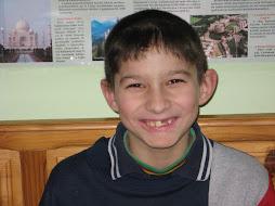Denisz a komisz-Hamzo Denis 9 éves 3dikos hobbyja a játék olvasás