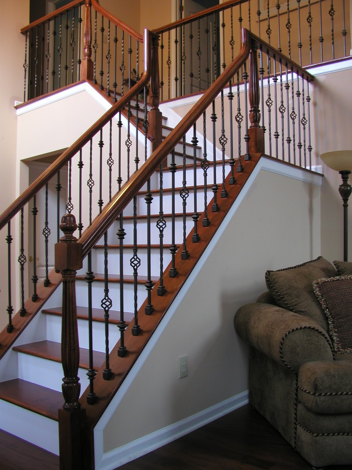 staircase wood railing