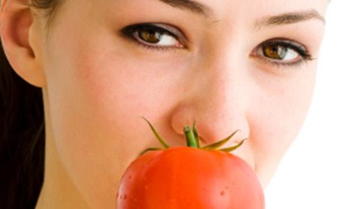 Mengatasi Kerutan Wajah Dengan Tomat
