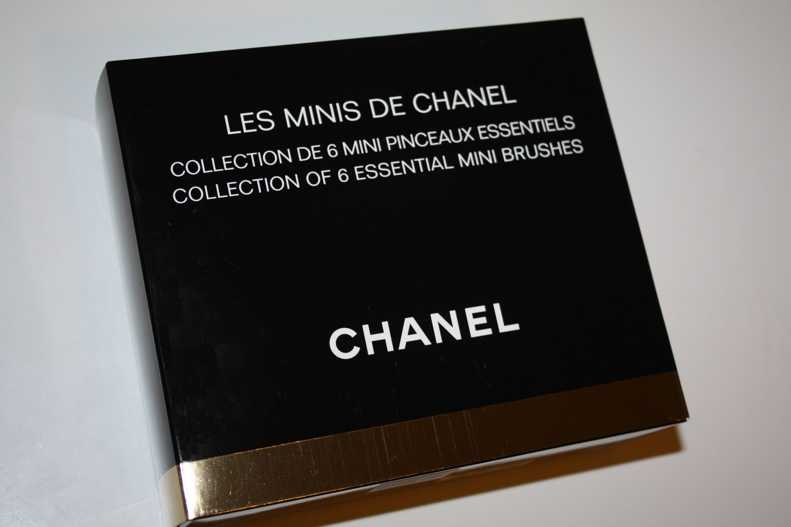 8223ca52a9c ... Chanel released another Les Minis de Chanel brush set. The brushes are  not the same as the brushes in the 2009 holiday set although it is packaged  ...