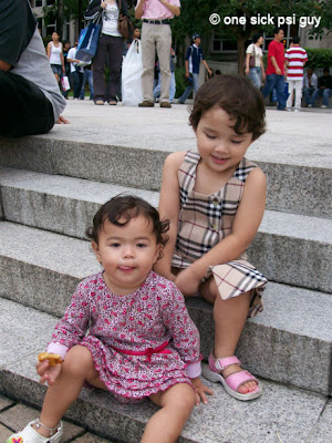 She made a friend at the KLCC fountains