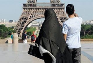 http://1.bp.blogspot.com/_D11nfchJkoU/TDgH9fmta7I/AAAAAAAAAdo/yNWGrIhHsYs/s320/muslim+prancis.jpg