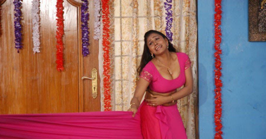 Tamil Actress Hot Blouse Still From Thalapulla Tamil Movie