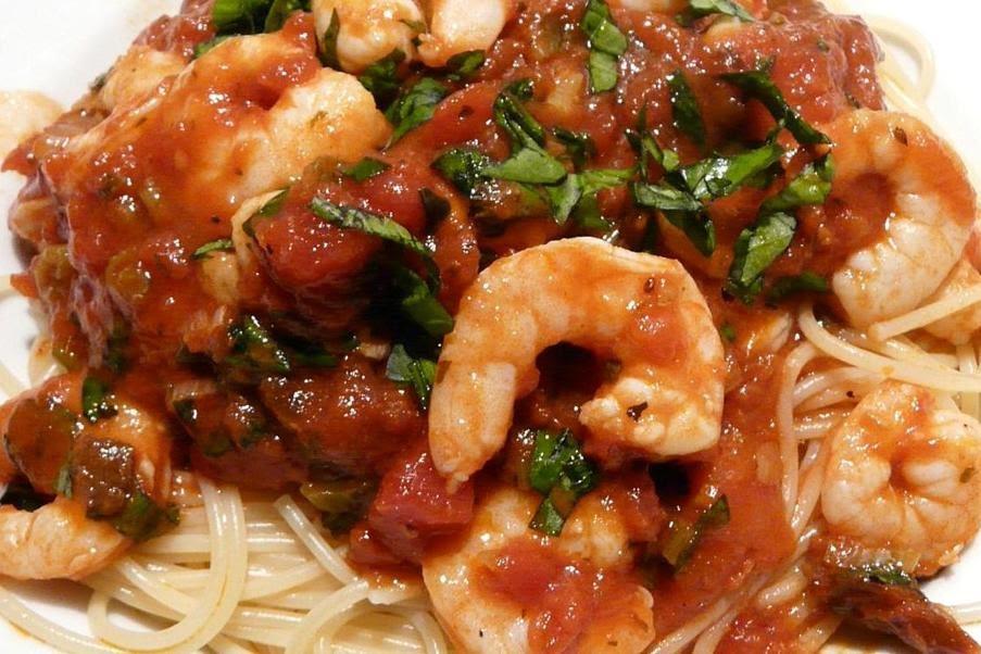kulinarische welten zu fisch und meeresfrucht bio garnelen mit spaghetti in tomaten basilikum. Black Bedroom Furniture Sets. Home Design Ideas