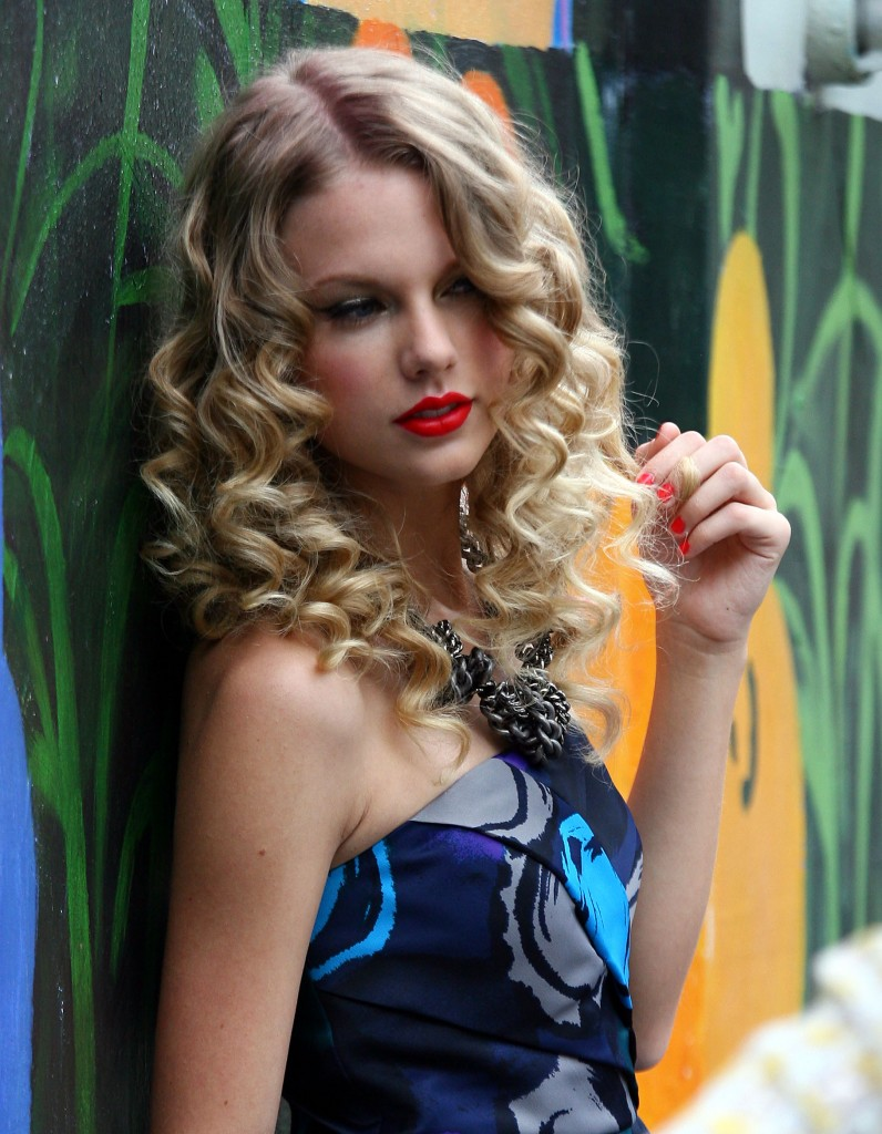 Super Long Curly Hairstyles 5 Long Hair Styles Hairstyles For Women Draintrainus