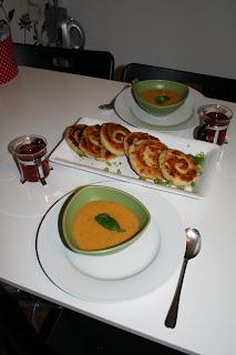 Röd linssoppa med brödsnäcka