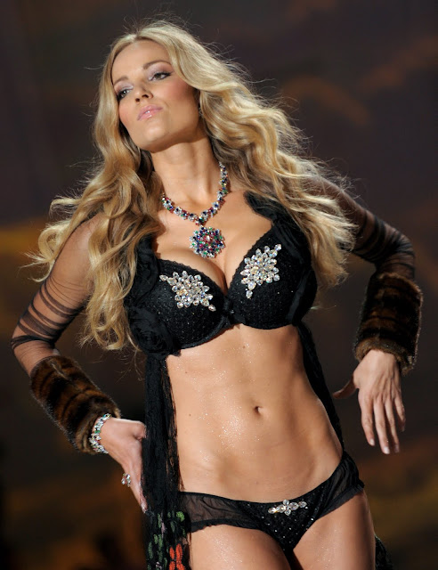 Jamie Lee Darley hot Victoria   s Secret Model Lingerie shotsJamie Lee Darley Victorias Secret