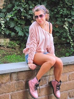 http://s-fashion-avenue.blogspot.it/2010/11/my-lovely-pink-sweater.html