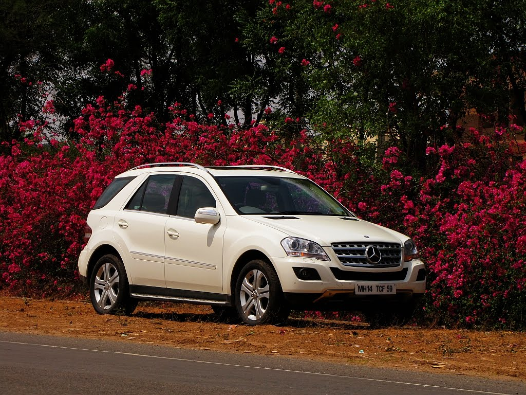 motoring beyond review mercedes benz m class ml 320 cdi. Black Bedroom Furniture Sets. Home Design Ideas