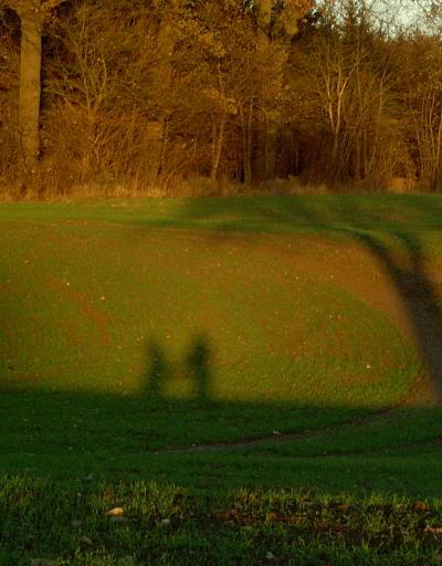 Min og Ingelises skygger ved Langebæk