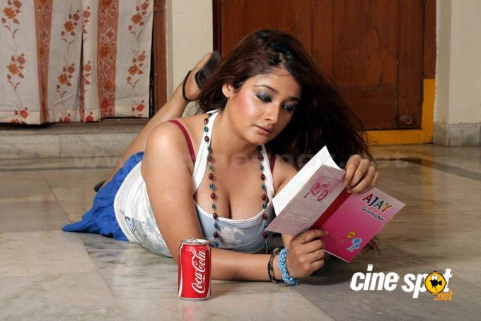 Sensual Picture: Kiran Rathod Actress Sexy Photo Kiran