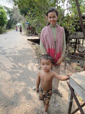 Imagini Cambogia: mama cu copil