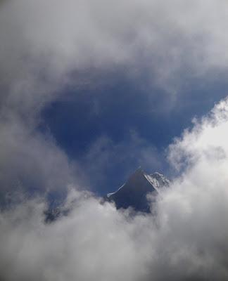 Imagini Annapurna printre nori