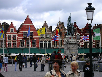 Obiective turistice Belgia: piata centrala din Brugge