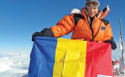 Coco Popescu cu steagul Romaniei