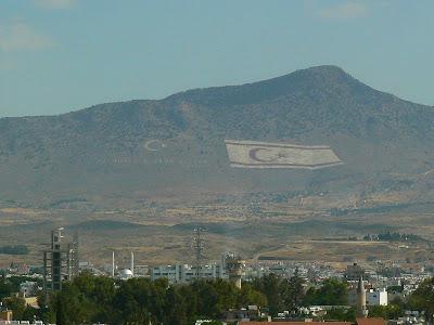 Imagini Cipru de Sud: din Ledra Observatory se vad steaguri turcesti