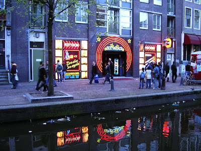 Obiective turistice Olanda: Red Light District Amsterdam seara