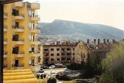 Imagini Bosnia: panorama cladiri bombardate din Hotel Ero Mostar