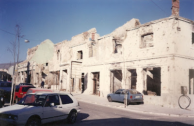 Imagini Mostar: urme bombardament