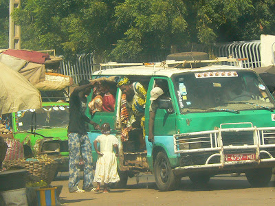 Imagini Bamako: transportul in comun in capitala Mali