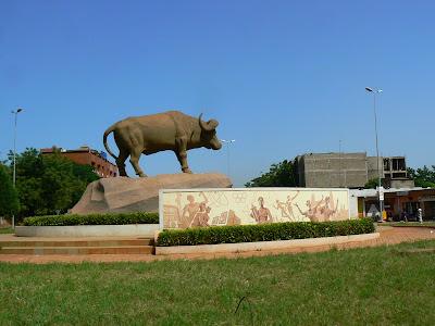 Obiective turistice Bamako: statuia bivolului