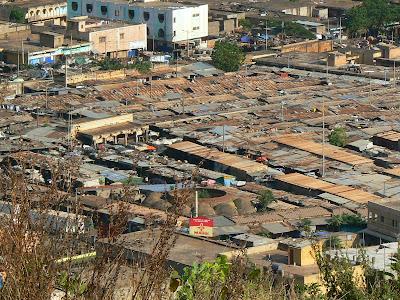 Imagini Mali: bazarul din Bamako vazut de sus