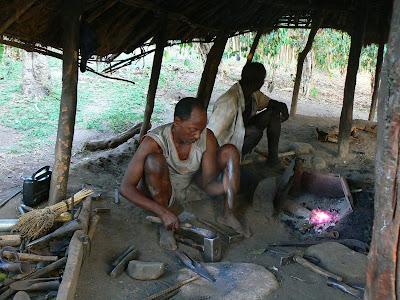 Imagini Etiopia: sat Ari, fierarul satului