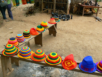 Suveniruri Etiopia: caciuli raste de vanzare in Dorze