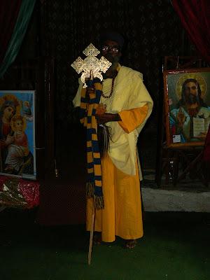 Imagini Etiopia: preot ortodox la Kirkos Tigray