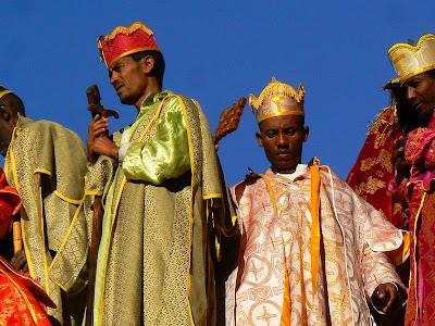 Obiective turistice Etiopia: Craciun la Lalibela Beta Maryam procesiune preoti