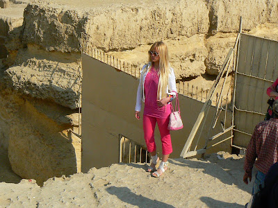 Imagini Egipt: pitipoanca la piramide