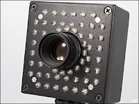 câmera monitora movimentos olhos