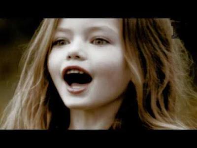 Bu Kız Yarı Vampir Yarı İnsan