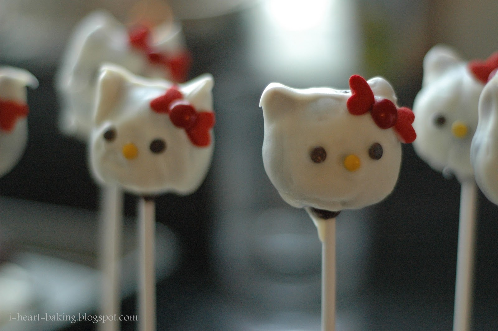 hello kitty cake pops - photo #7