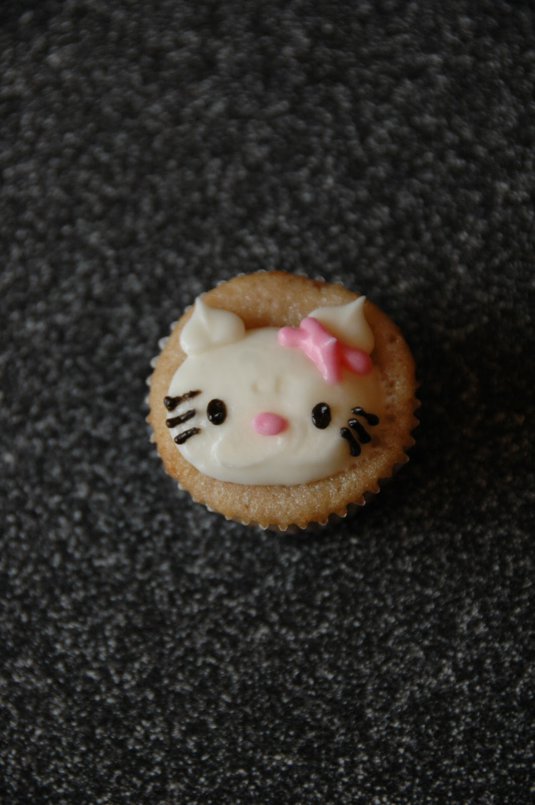 I Heart Baking Hello Kitty Mini Cupcakes