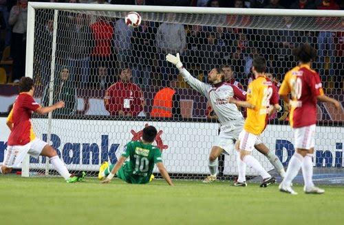 MAHALLE TAKIMI: Ligin En Büyük Maçı; Galatasaray 0- Bursaspor 0