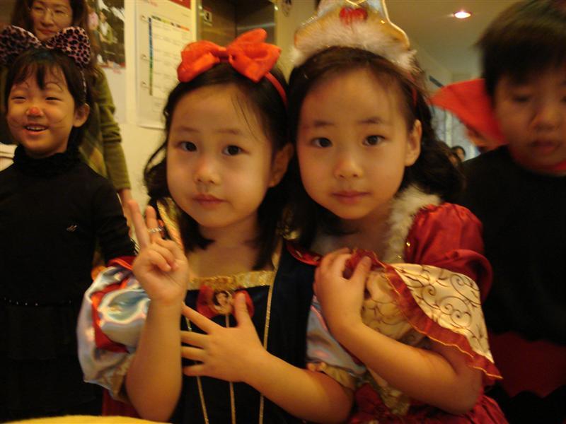 [halloween+at+slp+10+min+jin+and+min+seo+(Medium).JPG]