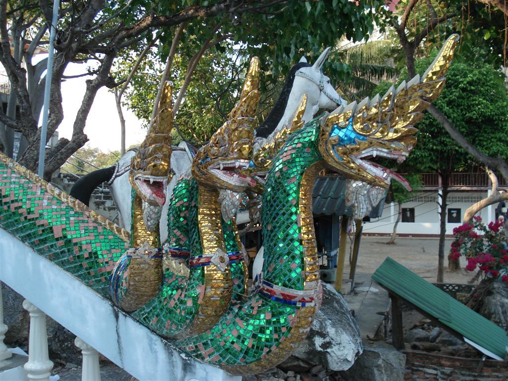 [Thailand+147+-+Wat+Khao+Klailat+(Large).JPG]