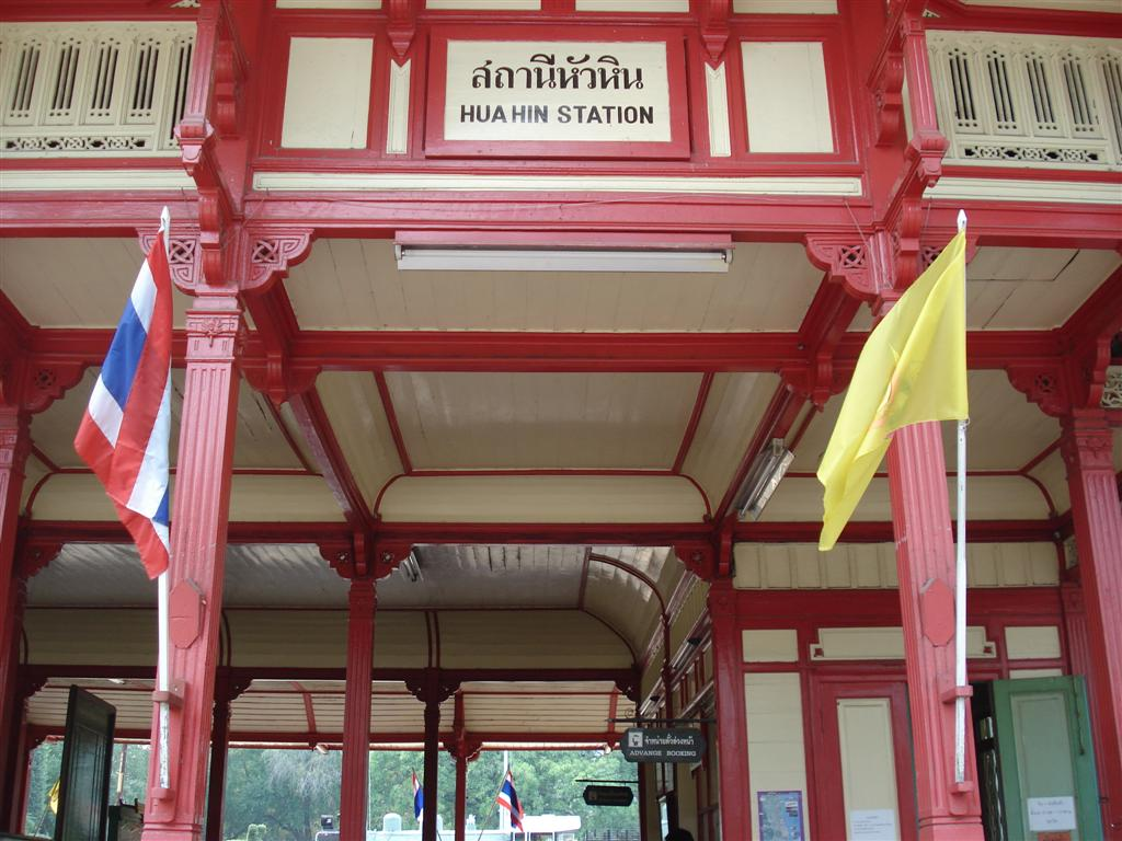 [Thailand+133+-+Hua+Hin+Train+Station+(Large).JPG]