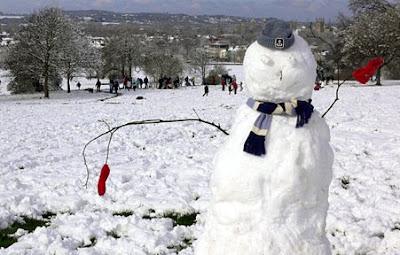 Nevará en Uruguay .....-http://1.bp.blogspot.com/_DvX-FJDx3DM/SUfUeOn70JI/AAAAAAAADdQ/QNRZ3psU_cQ/s400/Mu%C3%B1ecos+de+nieve+2.jpg